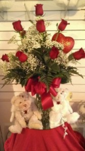 Ponti's Classic Red Roses    Valentines Vase Arrangement w/Giant Heart