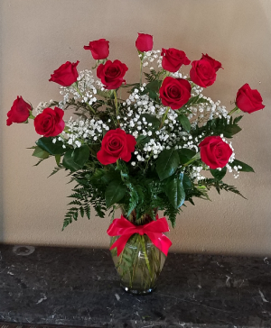 POP'S CLASSIC DZ LONG STEM ROSES Exclusively at Mom & Pops in Oxnard, CA | Mom and Pop Flower Shop