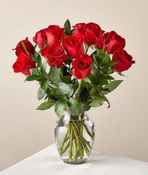 Pop's Dozen Red Roses EXCLUSIVELY AT MOM & POPS in Oxnard, CA | Mom and Pop Flower Shop