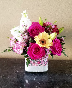 Pop's Pretty in Pink Only at Mom & Pops Flower Shop in Ventura, CA | Mom And Pop Flower Shop
