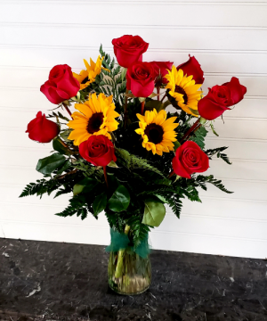 Pop's Rose & Sunflowers Exclusively at Mom & Pops in Ventura, CA | Mom And Pop Flower Shop