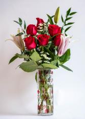 Premium 6 Rose Vase with Lily