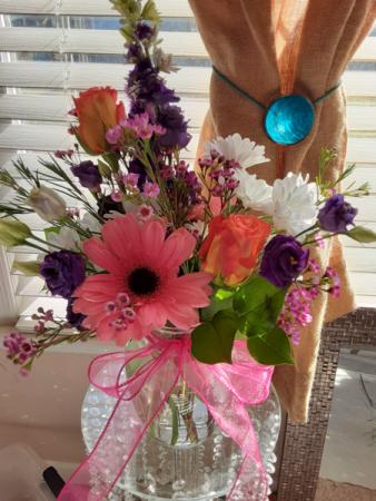 pretty but simple small vase arrangement