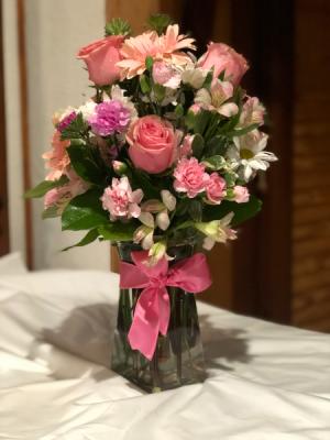 pretty in pink clear vase in San Antonio, TX | Alma Floral Designs