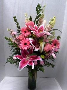 Pretty in pink flower arrangement in webster tx la mariposa flowers pretty in pink flower arrangement mightylinksfo Gallery