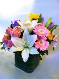 Pretty Petals Vase in Bethel, CT | BETHEL FLOWER MARKET OF STONY HILL