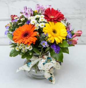 Pretty Posie Designed by Cardi in South Milwaukee, WI | PARKWAY FLORAL INC.
