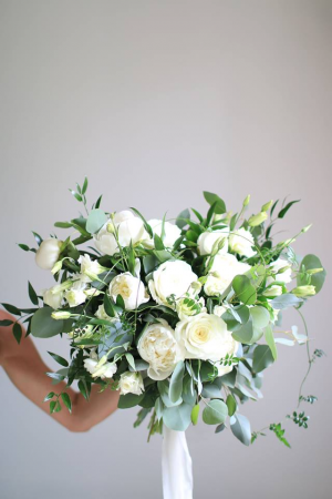Pure White & Simple    in Oakville, ON | ANN'S FLOWER BOUTIQUE-Wedding & Event Florist