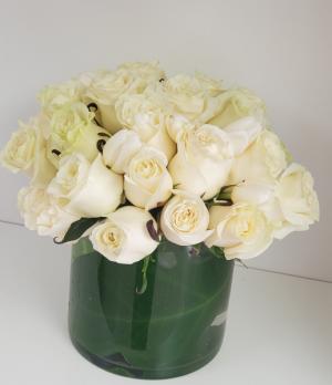 Pure White Romance Rose Arrangement in San Juan, PR | ELIKONIA FLOWERS