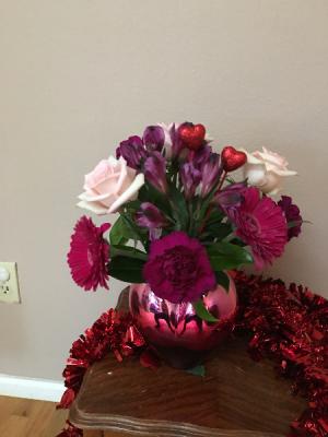 queen of hearts red/pink heart vase in Renton, WA | Alicia's Wonderland II