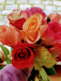 SMILES IN A BUNCH 10 Roses hand tied style