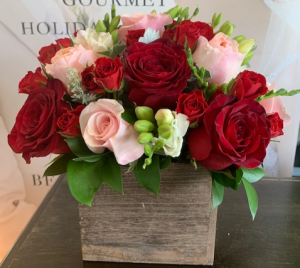RED AND PINK ROSES ELEGANT MIXTURE OF ROSES in Houston, TX | Bella Flori