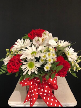 Red and white daisies Cube
