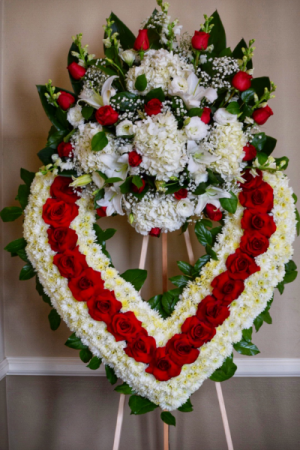 R.I.P RED AND WHITE OPEN HEART W/CLUSTER CENTER STANDING FUNERAL PC ON A 6' STAND