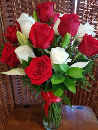 RED AND WHITE ROSES Vase arrangement