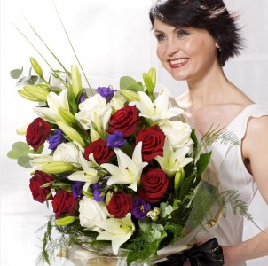 Red & Cream  Presentation Bouquet