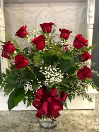 Red Dozen Red roses vased