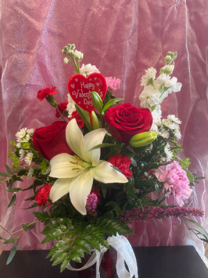 Red Hot  in Yankton, SD | Pied Piper Flowers & Gifts