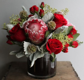 RED PASSION ELEGANT MIXTURE OF FLOWERS