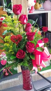 Red Rose Delight  Half Dozen Rose's in Vase