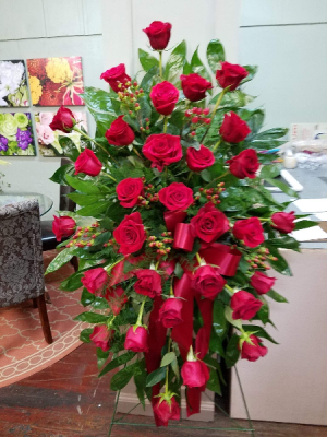 Red Rose Traditions Easel Spray in Henderson, TX | RAYFORD FLORIST & GIFTS