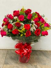 Red roses in vase 3 dozen roses