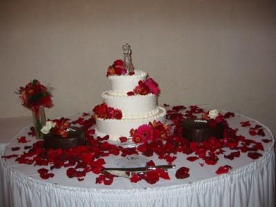 Red Shade Cake Arrangement