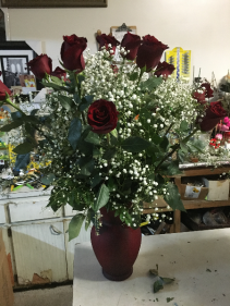 RED VASE DOZ RED ROSES
