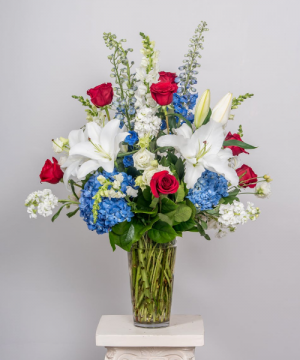 Red, White and Blue Garden Vase in Chatham, NJ | SUNNYWOODS FLORIST