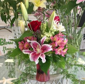 'Red' Your Mind! Vase Arrangement in Mattapoisett, MA | Blossoms Flower Shop