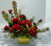 RICH IN TRADITION Christmas Arrangement