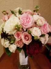 Mondial Sweetness Bridal Bouquet