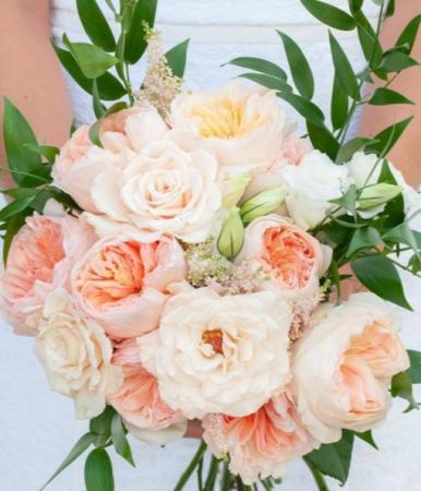 ROMANCE COLECTION ELEGANT MIXTURE OF FLOWERS