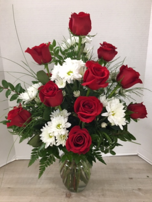 V100 - Romantic Daze Arrangement in Cherokee, IA | Blooming House