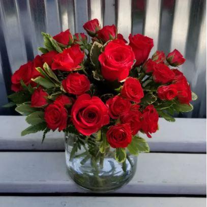 Romantic Reds Spray Roses