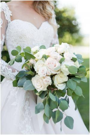 Romantic Roses wedding in Edmonton, AB | PETALS ON THE TRAIL