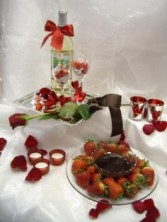 ROMANTIC MOMENTS Romance Package with flowers, gifts and candles