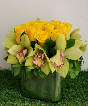 Rose Cymbidium Green Yellow Rose Arrangement