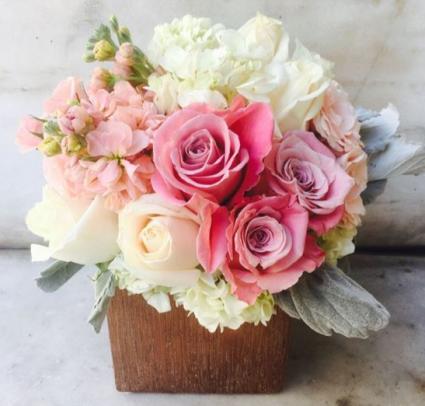 ROSE GOLD LOVE ELEGANT MIXTURE OF FLOWERS