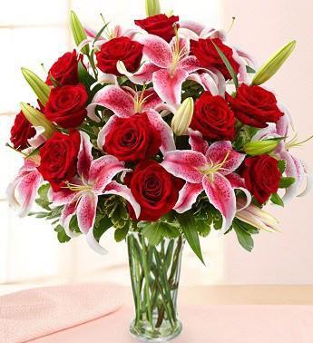 ROSE MAJESTY Vase Arrangement