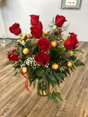 Roses and Rochers Vase