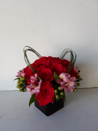 Heart shaped Roses   Cube vase