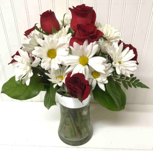 Roses & Daisies   in Easton, MD | ROBINS NEST FLORAL AND GARDEN CENTER