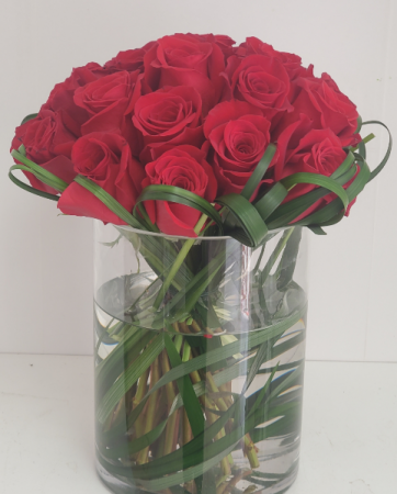 Roses everyday gift Roses bouquet in glass container