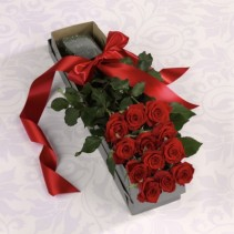 STUNNING RED ROSES IN A BOX