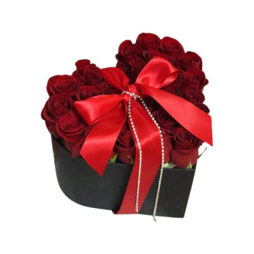 Roses in heart box grandiour