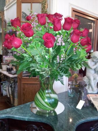 roses lush rose vase