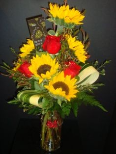 Roses & Sunflowers Vase of flowers