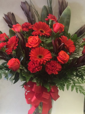 Rosey Red Vase Arrangement in Red Lake, ON | FOREVER GREEN GIFT BOUTIQUE