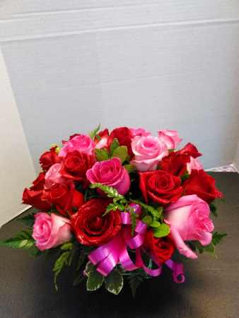Rosy Combo Combo Rose Bouquet in Cube Vase